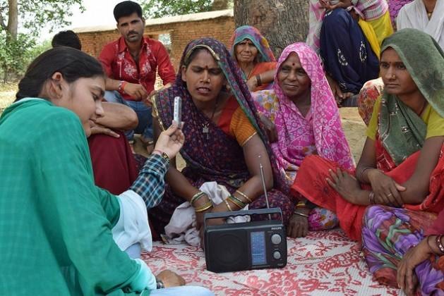 A Rádio Bundelkhand, do centro da Índia, tem aproximadamente 250 mil ouvintes, dos quais 99% são agricultores. Foto: Stella Paul/IPS