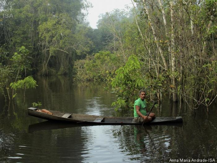 Sr. Francisco Castro, o Chico Caroço, pesca no Riozinho do Anfrísio