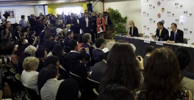O presidente do Equador, Rafael Correa (esquerda) e o secretário-geral da Organização das Nações Unidas (ONU), Ban Ki-moon, durante encontro com jornalistas na abertura da Terceira Conferência das Nações Unidas sobre Habitação e Desenvolvimento Urbano Sustentável (Habitat III), ontem, em Quito, no Equador. Foto: Presidência do Equador