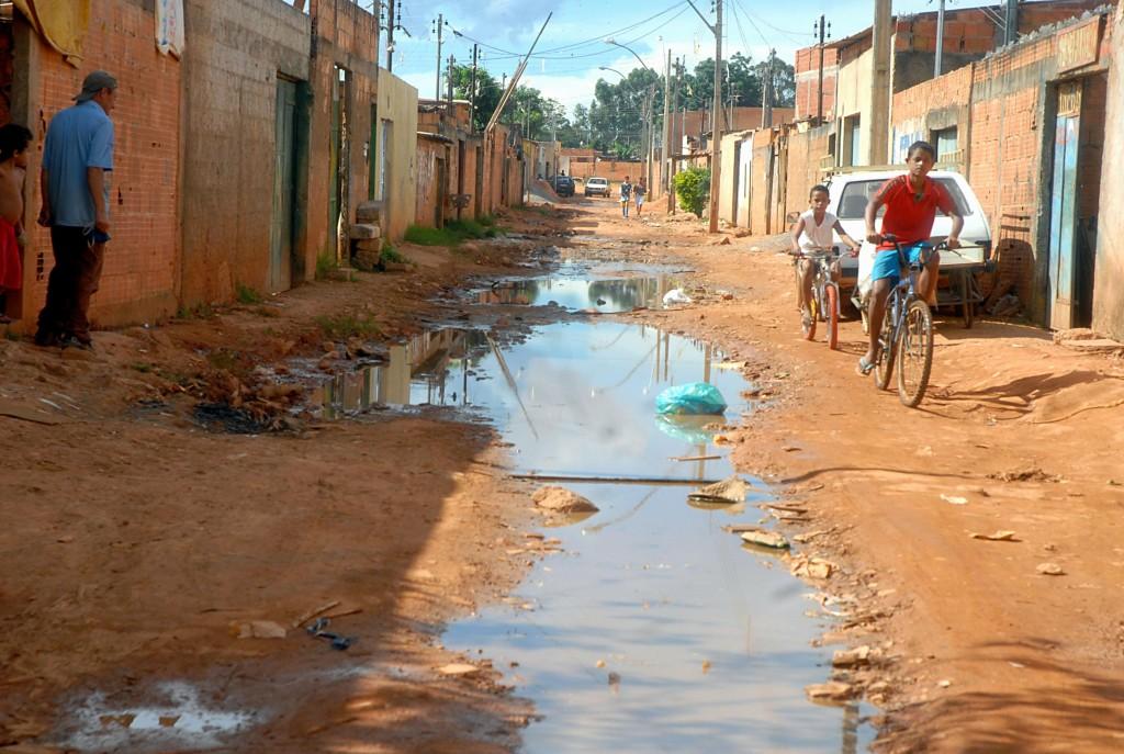 Existem 100 milhões de pessoas sem acesso a sistemas adequados de saneamento na América Latina e 70 milhões não têm água encanada, segundo dados da ONU. No Brasil, menos da metade da população tem acesso a redes de esgoto. Foto: EBC