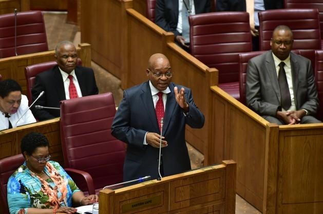 O presidente da África do Sul, Jacob Zuma, responde perguntas no Conselho Nacional das Províncias, no dia 25 de outubro de 2016. Foto: Cortesia da República da África do Sul